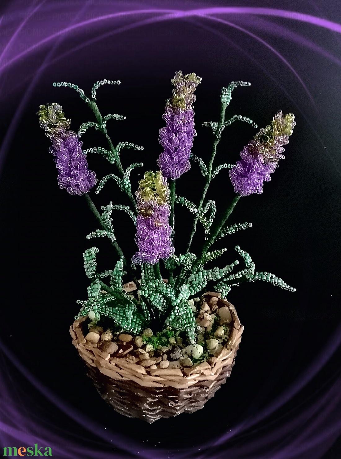 Gyöngyből készített levendula fonott kosárban GYV 01-4-3 - otthon & lakás - dekoráció - csokor & virágdísz - Meska.hu