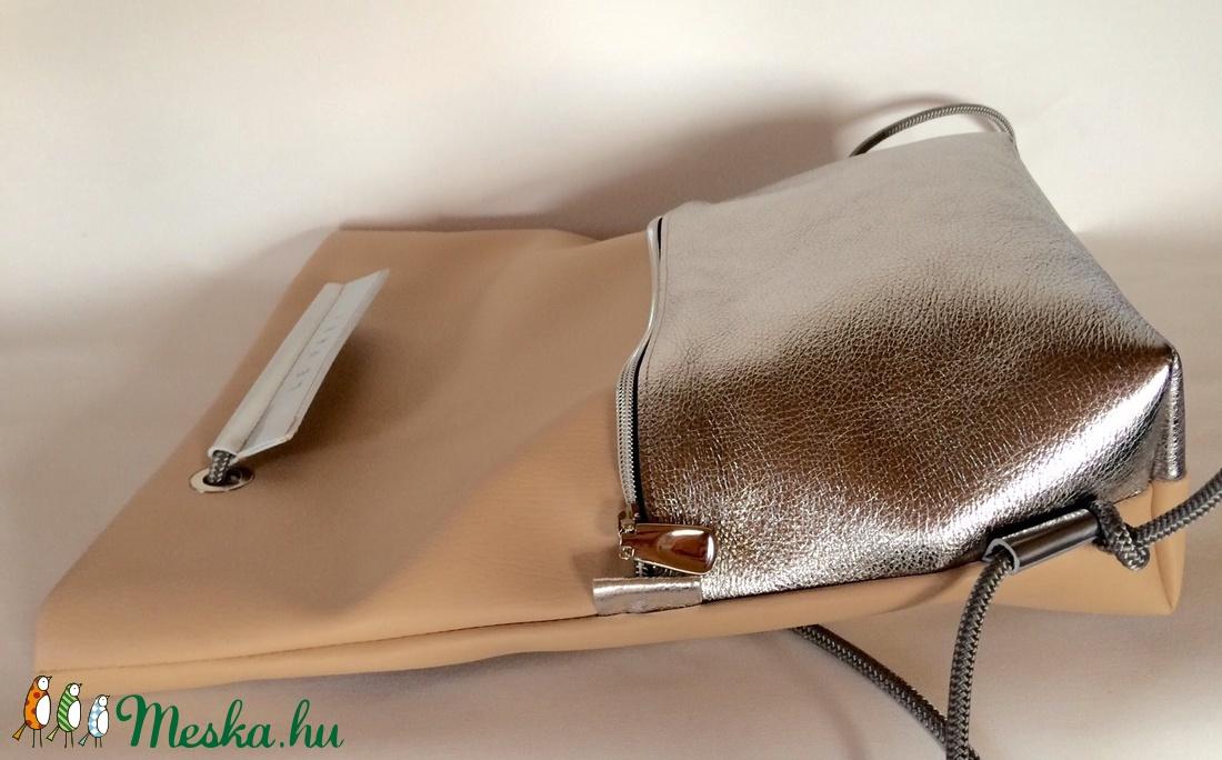púder-ezüst bőr zsebes hátizsák (hegymegigabi) - Meska.hu a945ba3bcb