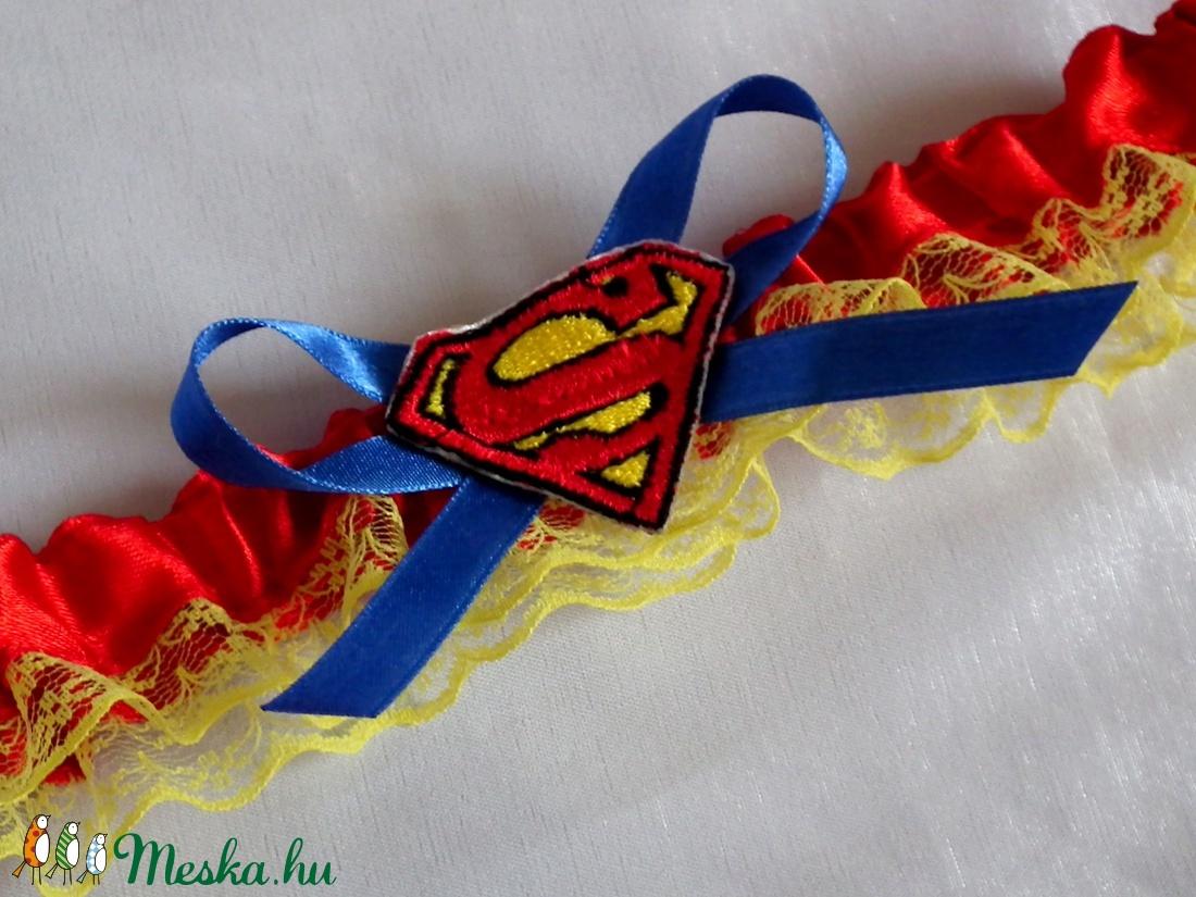 Superman szatén combcsipke esküvőre (heidy3) - Meska.hu 9d043fd8a6