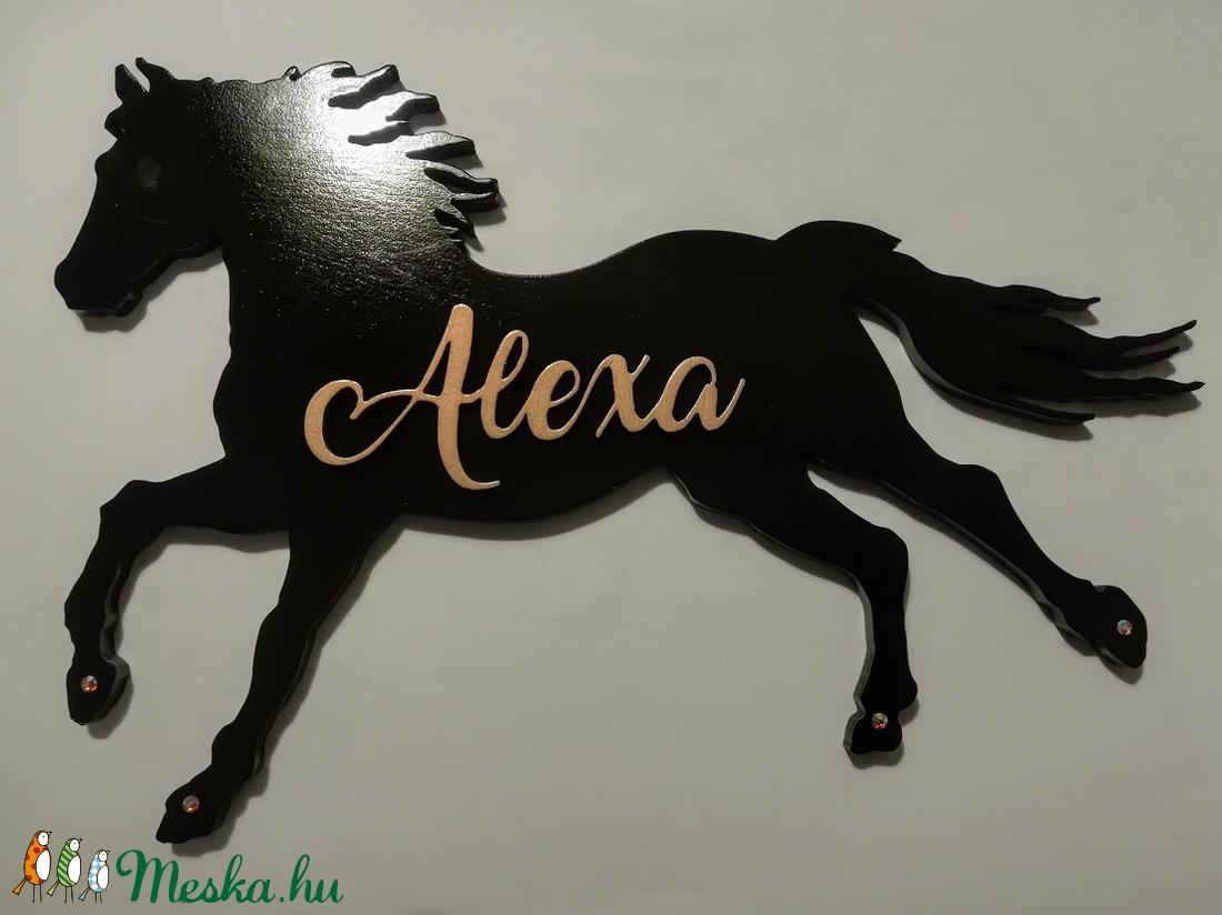 Lovas névtábla Ló ajtótábla névvel Ló fali dísz, névvel  Lovas gyerekszoba dísz Fekete ló - otthon & lakás - dekoráció - betű & név - Meska.hu