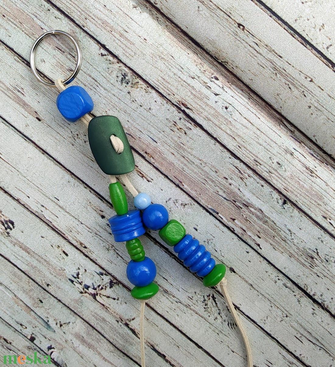 Zöld gombos táskadísz, kulcstartó, autós függő, névnap, születésnap, Gyereknap, Télapó, Karácsony - táska & tok - kulcstartó & táskadísz - Meska.hu