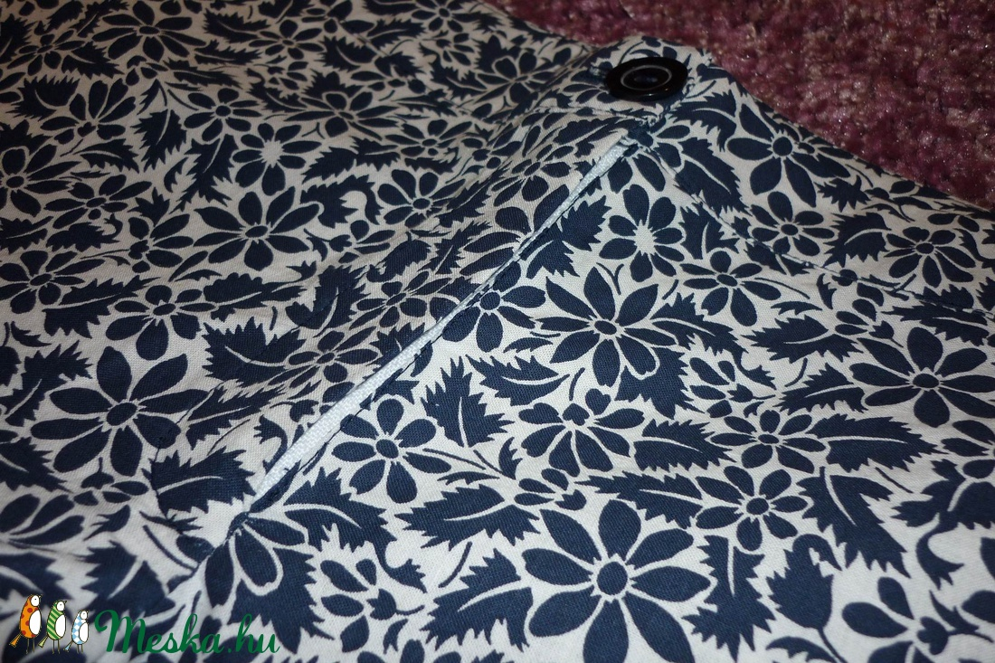 AKCIÓ!! Kék-fehér virágmintás rövidnadrág - ruha & divat - női ruha - nadrág - Meska.hu