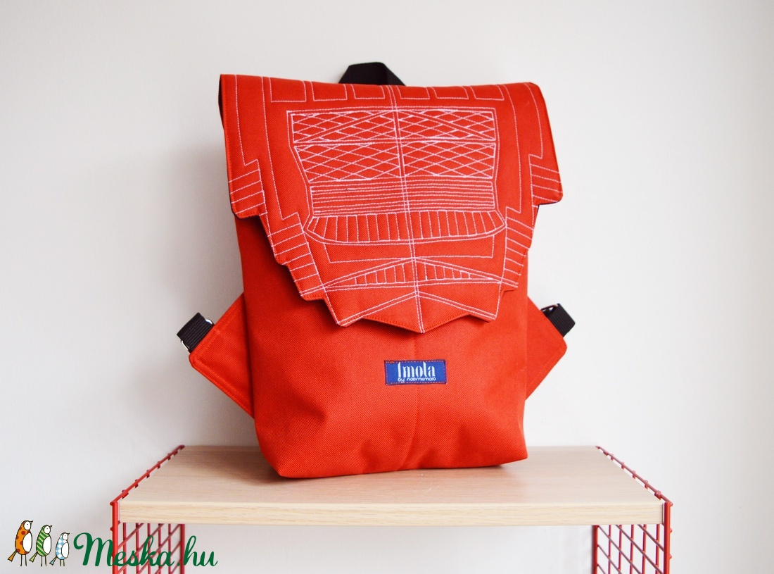 Narancssárga vízlepergető kicsi hátizsák épület mintával - táska & tok - hátizsák - hátizsák - Meska.hu