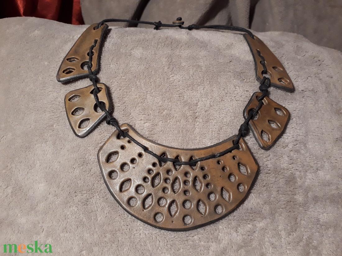 Áttört mintás egyedi bőrnyaklánc  - ékszer - nyaklánc - nyakpánt, gallér - Meska.hu