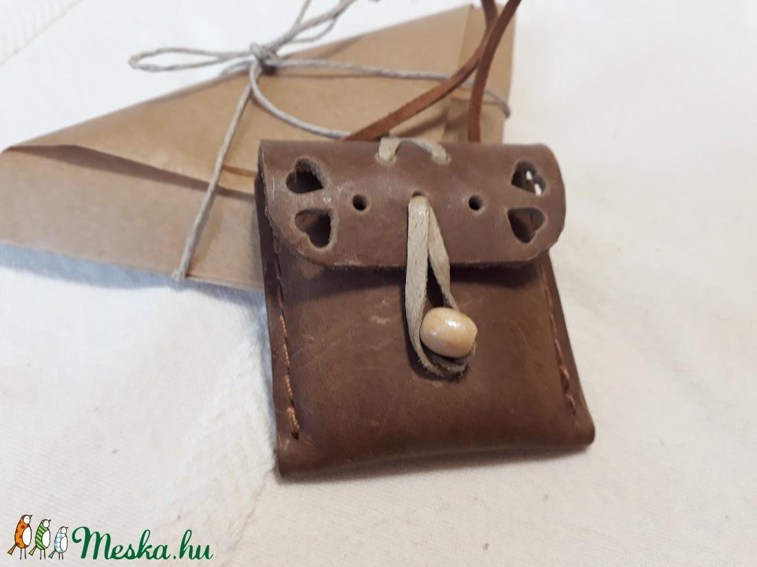 Táska alakú bőrkulcstartó barna színben - táska & tok - kulcstartó & táskadísz - kulcstartó - Meska.hu