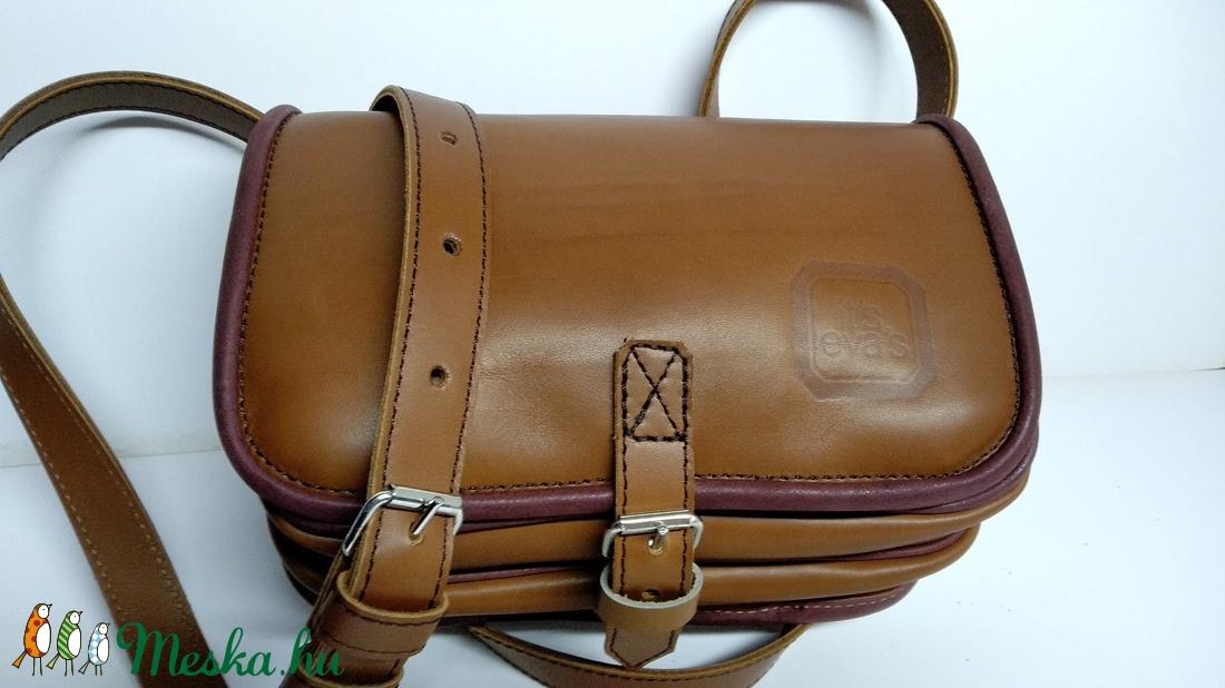 Kicsi kétrekeszes - barna 1 - táska & tok - kézitáska & válltáska - vállon átvethető táska - Meska.hu
