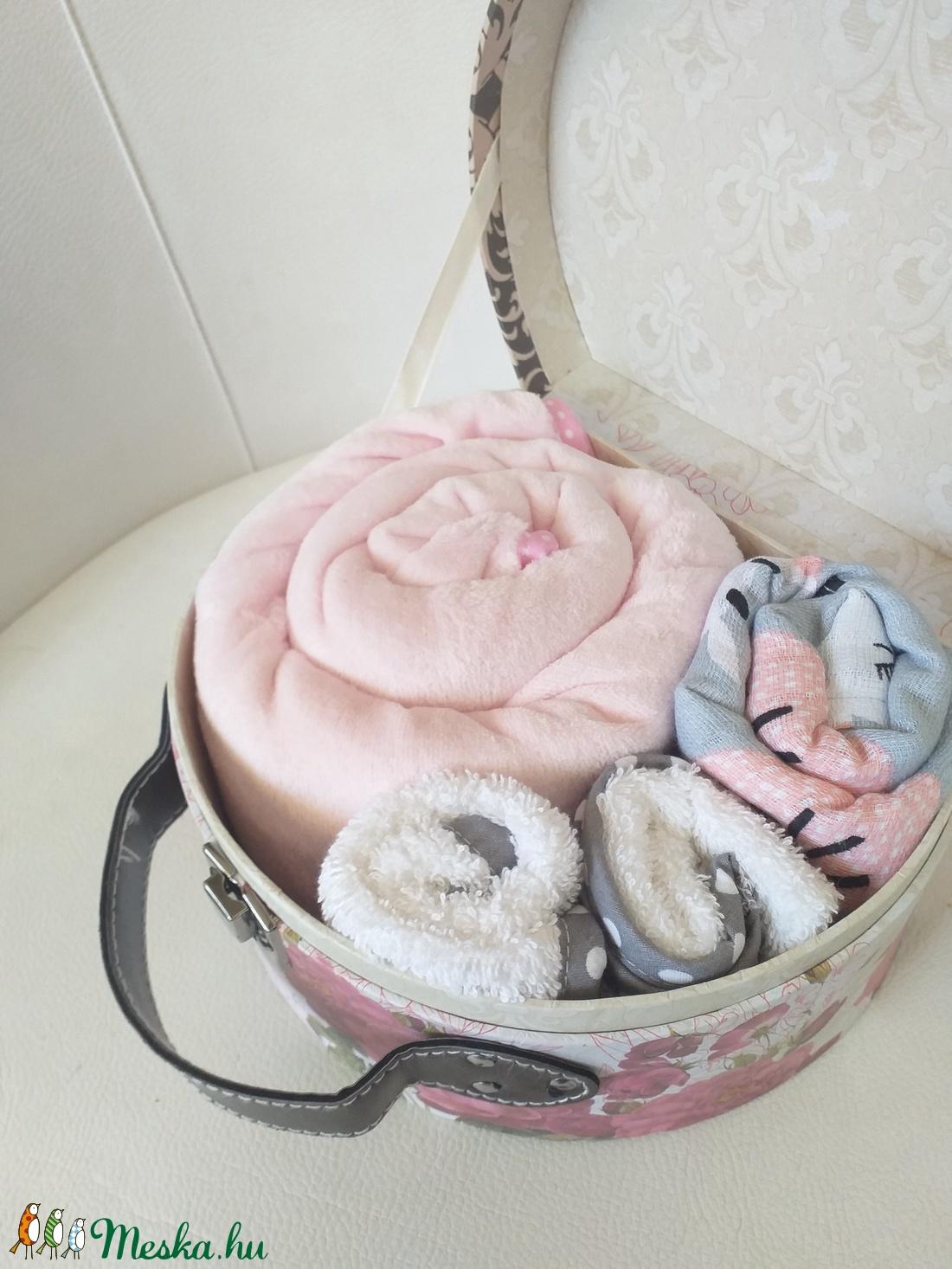 Babatextil rózsa MINI box bőröndben - Pillangó - játék & gyerek - babalátogató ajándékcsomag - Meska.hu