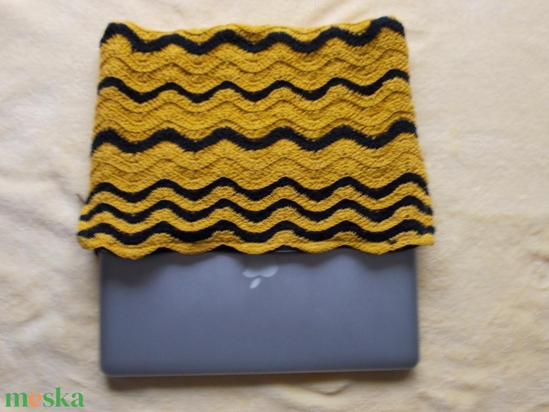 Sárga-fekete laptop tartó - táska & tok - laptop & tablettartó - ebook & tablet tok - Meska.hu