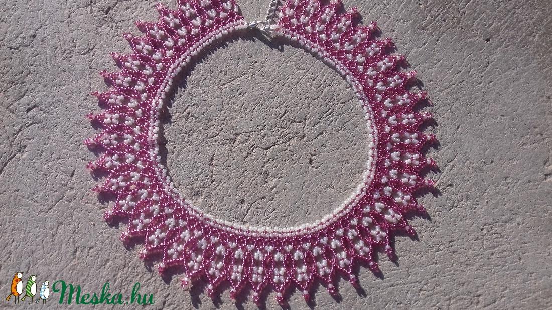Rózsaszín-kagylófehér gyöngygallér - ékszer - nyaklánc - nyakpánt, gallér - Meska.hu