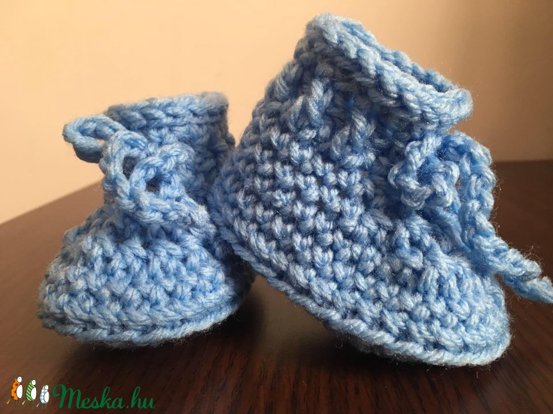 Horgolt babacipő kék 0-3 hónapos korig - ruha & divat - babaruha & gyerekruha - babacipő - Meska.hu