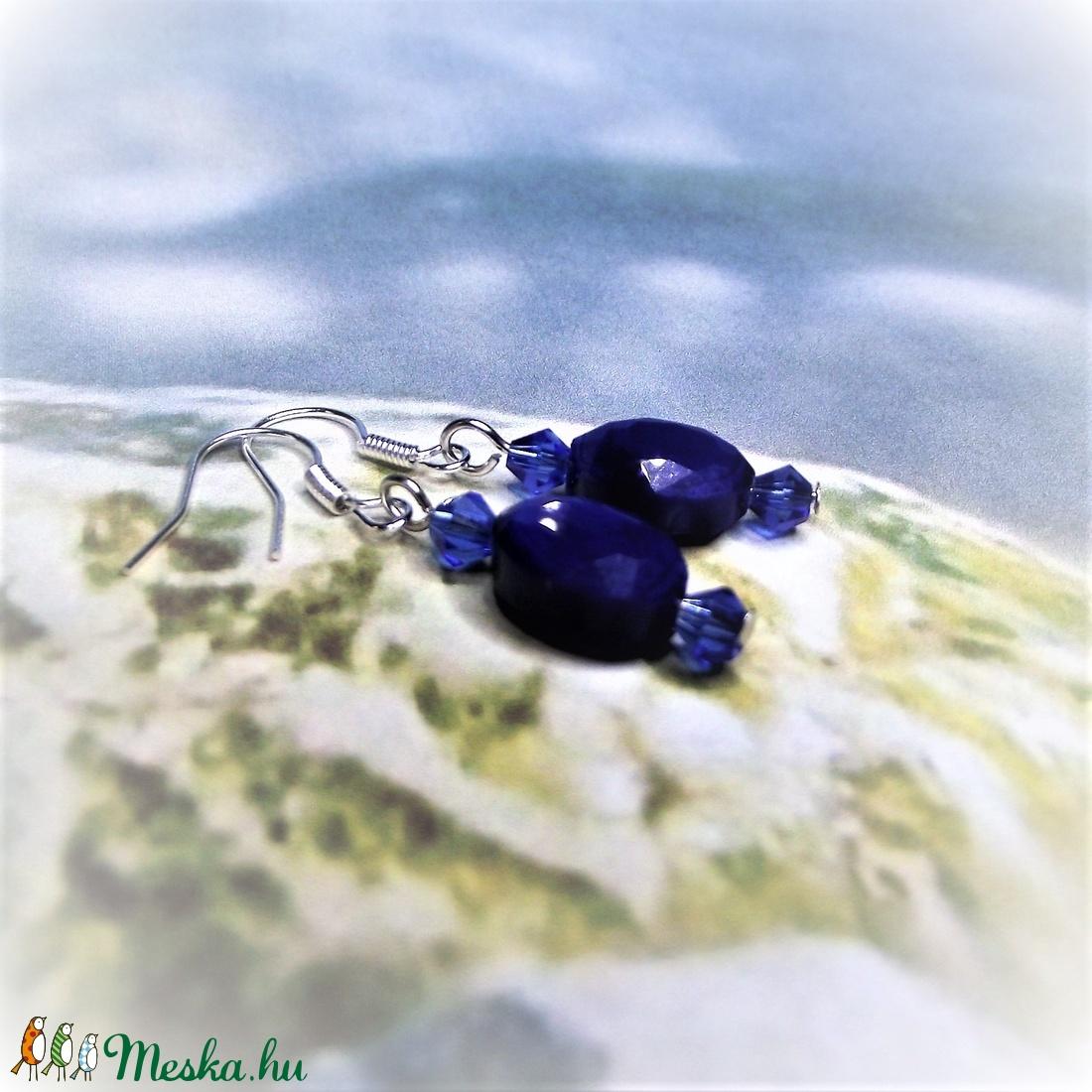 Kék csiszolt üveggyöngy fülbevaló - Ajándék nőknek névnapra, születésnapra, Nőnapra, Anyák napjára, bármely alkalomra - ékszer - fülbevaló - lógó fülbevaló - Meska.hu
