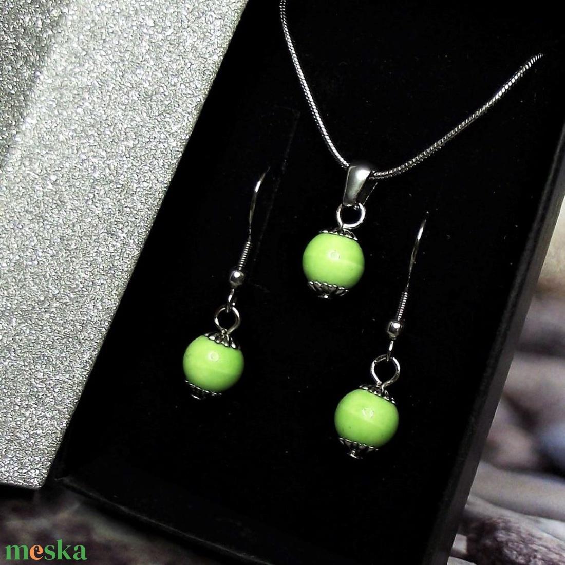 Zöld kerámiagyöngyös nemesacél, orvosi fém nyaklánc és fülbevaló szett ajándék díszdobozban - ékszer - ékszerszett - Meska.hu