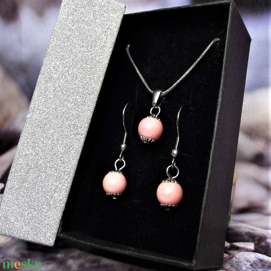 Rózsaszín kerámiagyöngyös nemesacél, orvosi fém nyaklánc és fülbevaló szett ajándék díszdobozban  - ékszer - ékszerszett - Meska.hu