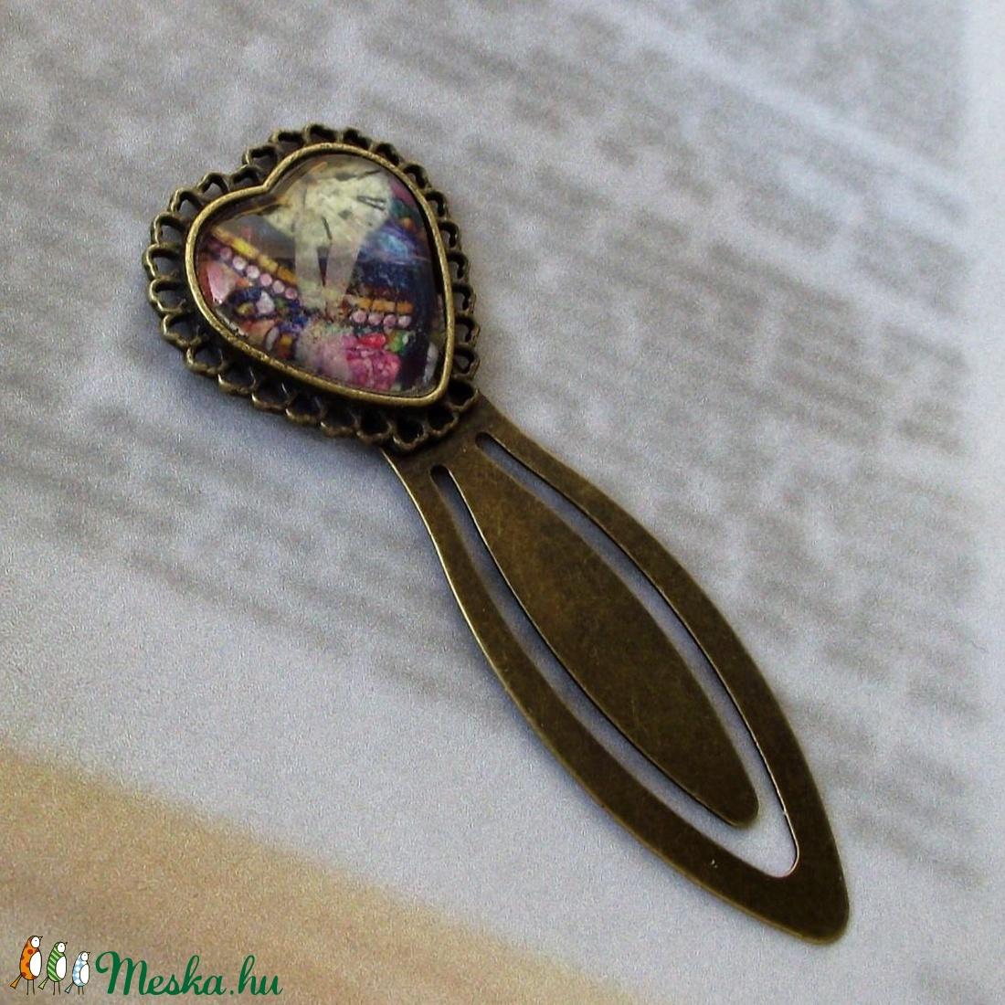 Szív alakú, csíptetős, üveglencsés könyvjelző ajándék olvasni szerető hölgyeknek - otthon & lakás - papír írószer - könyvjelző - Meska.hu
