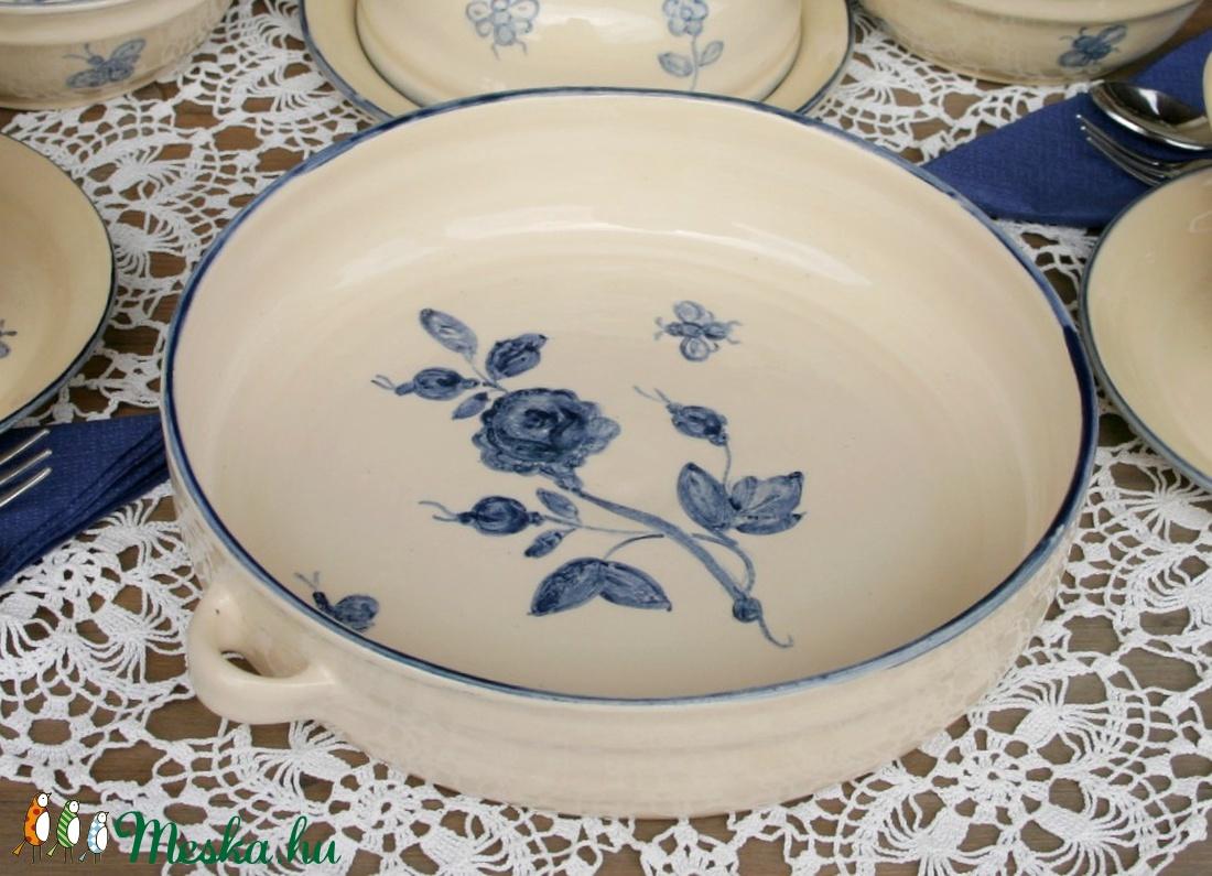 Romantikus kék rózsás sütőtál - Meska.hu
