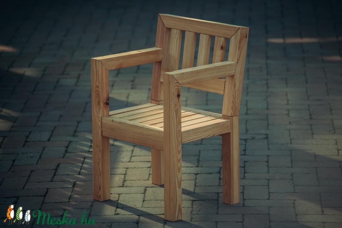 Vörösfenyő szék (kertibutor) - Meska.hu