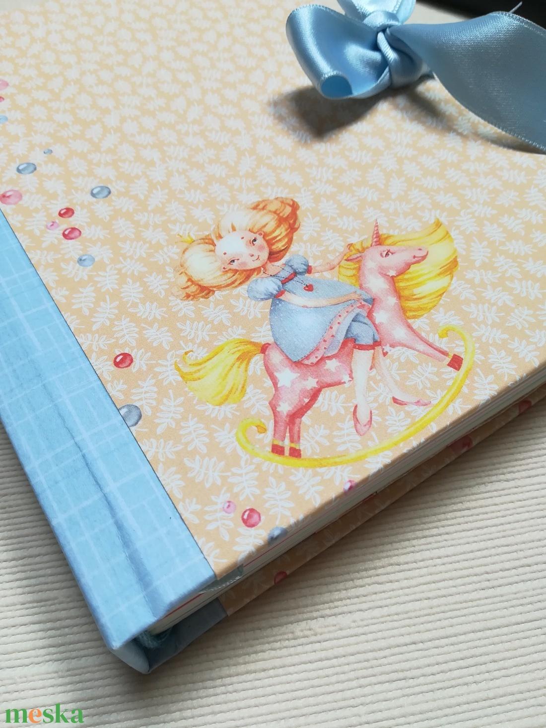 Kislány hintalovon, bájos kék masnival - otthon & lakás - papír írószer - jegyzetfüzet & napló - Meska.hu