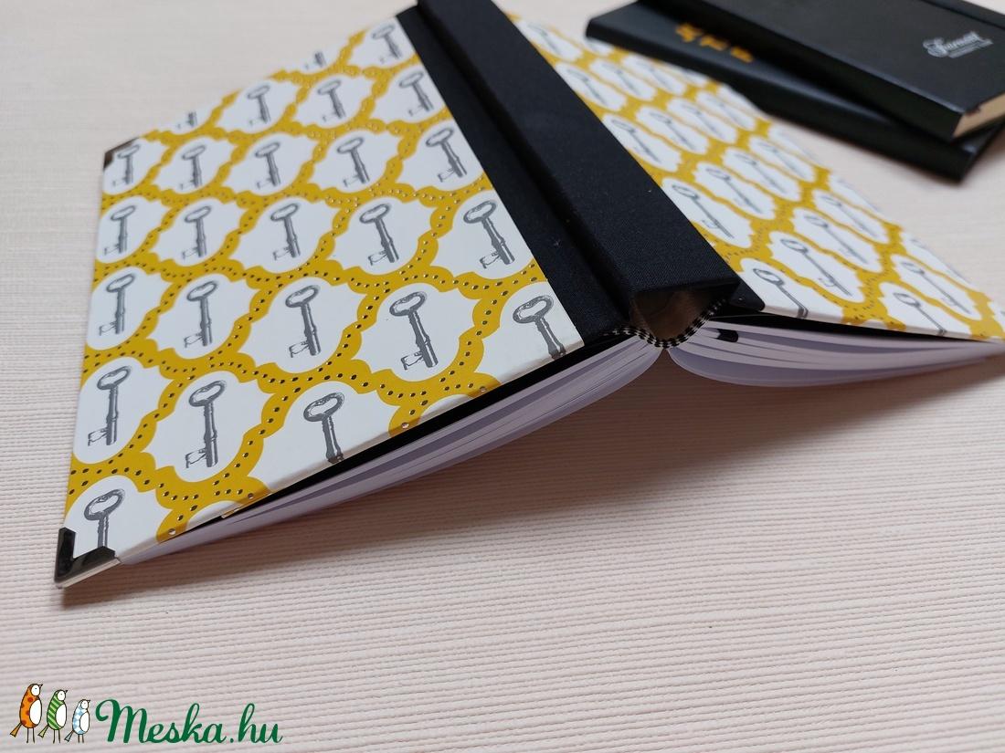 Egyedi  napló kulcsokkal és ezüst nyomattal - otthon & lakás - papír írószer - jegyzetfüzet & napló - Meska.hu