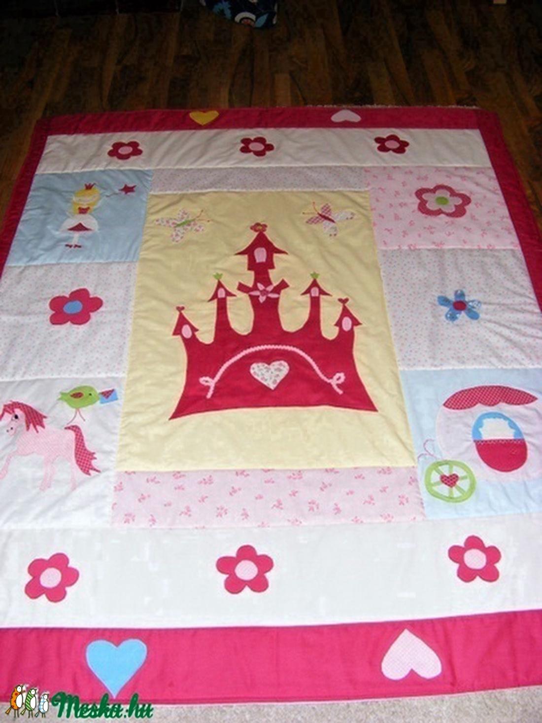 Patchwork takaró, falvédőnek is alkalmas, királylány, hintó kastély - otthon & lakás - lakástextil - falvédő - Meska.hu