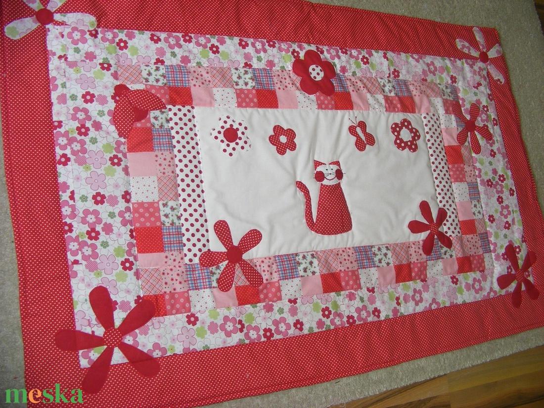 Patchwork  takaró, piros-pöttyös, falvédőnek is megfelel, cicás - otthon & lakás - lakástextil - takaró - Meska.hu