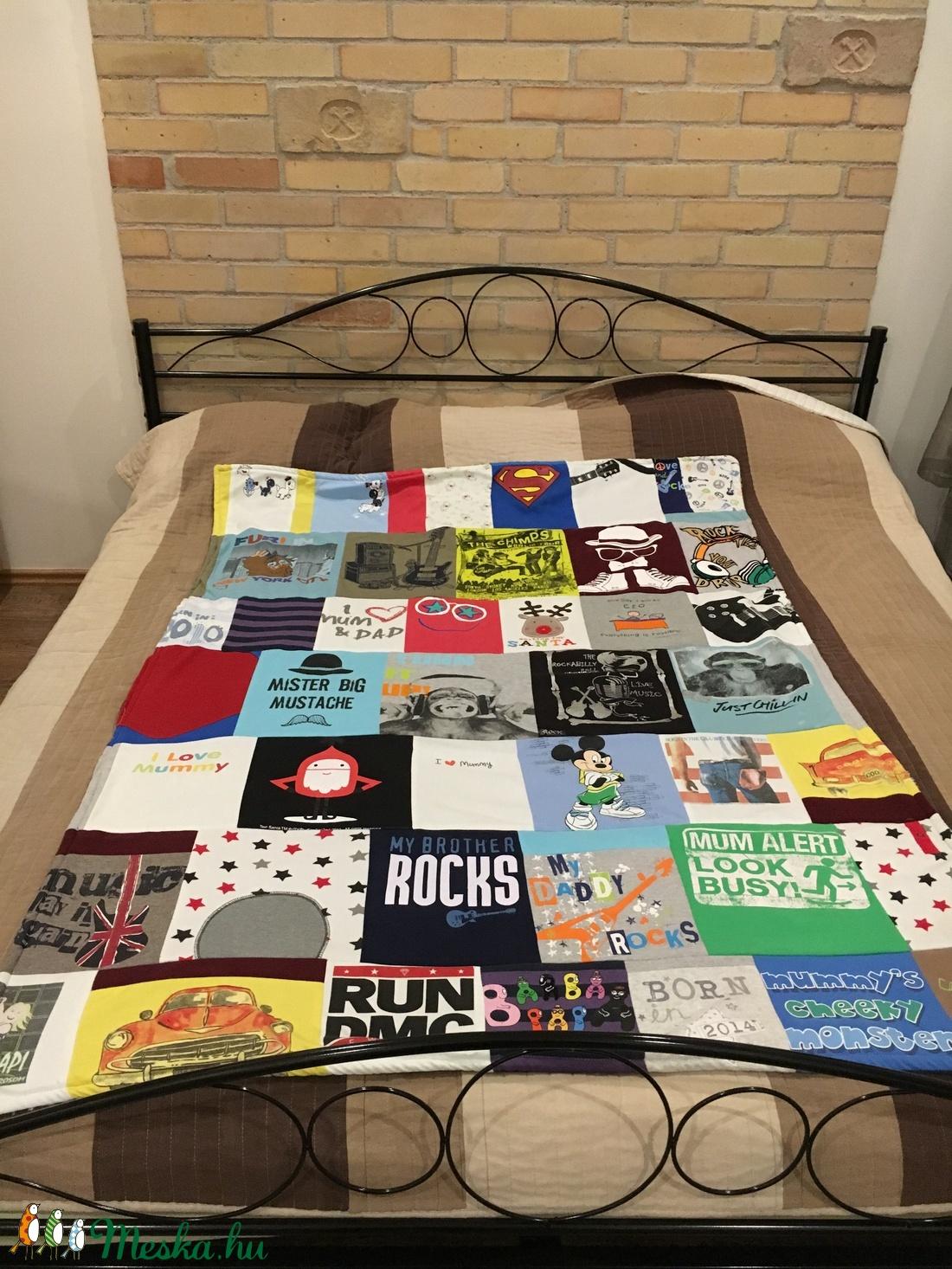 Patchwork takaró egyedi pólókból 10e0ce6e05