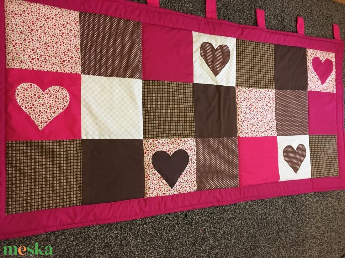 Patchwork falvédő, takaró pink-sötétbarna,  szívecske diszítéssel - otthon & lakás - lakástextil - falvédő - Meska.hu
