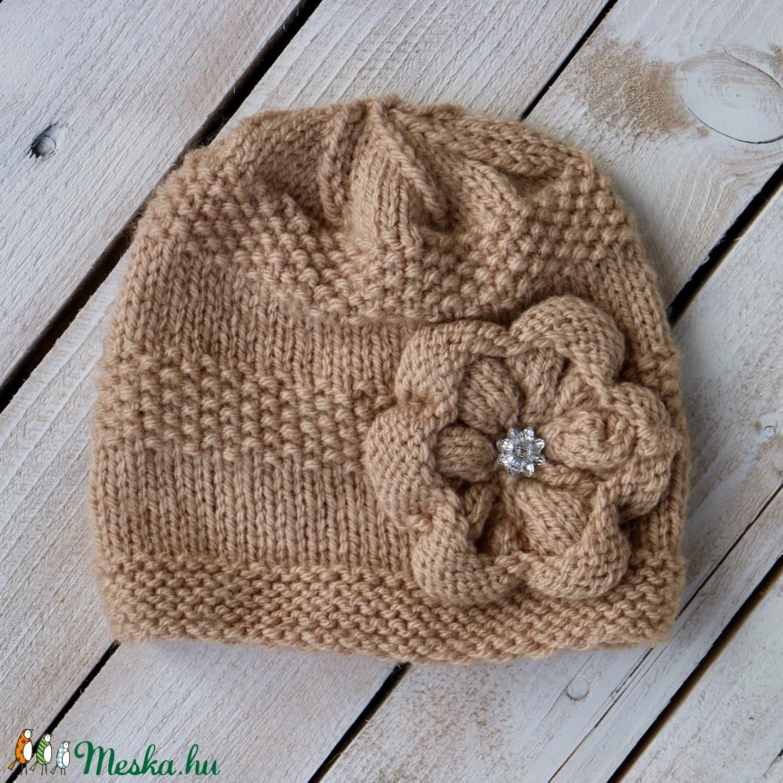 Bézs kötött sapka virággal (knitery) - Meska.hu 6356c81583