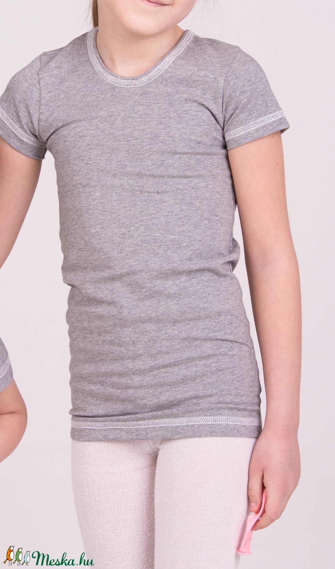 0b76aeee37 Hosszított aláöltöző pamut póló gyerekeknek, testhezálló póló 122-140-ig
