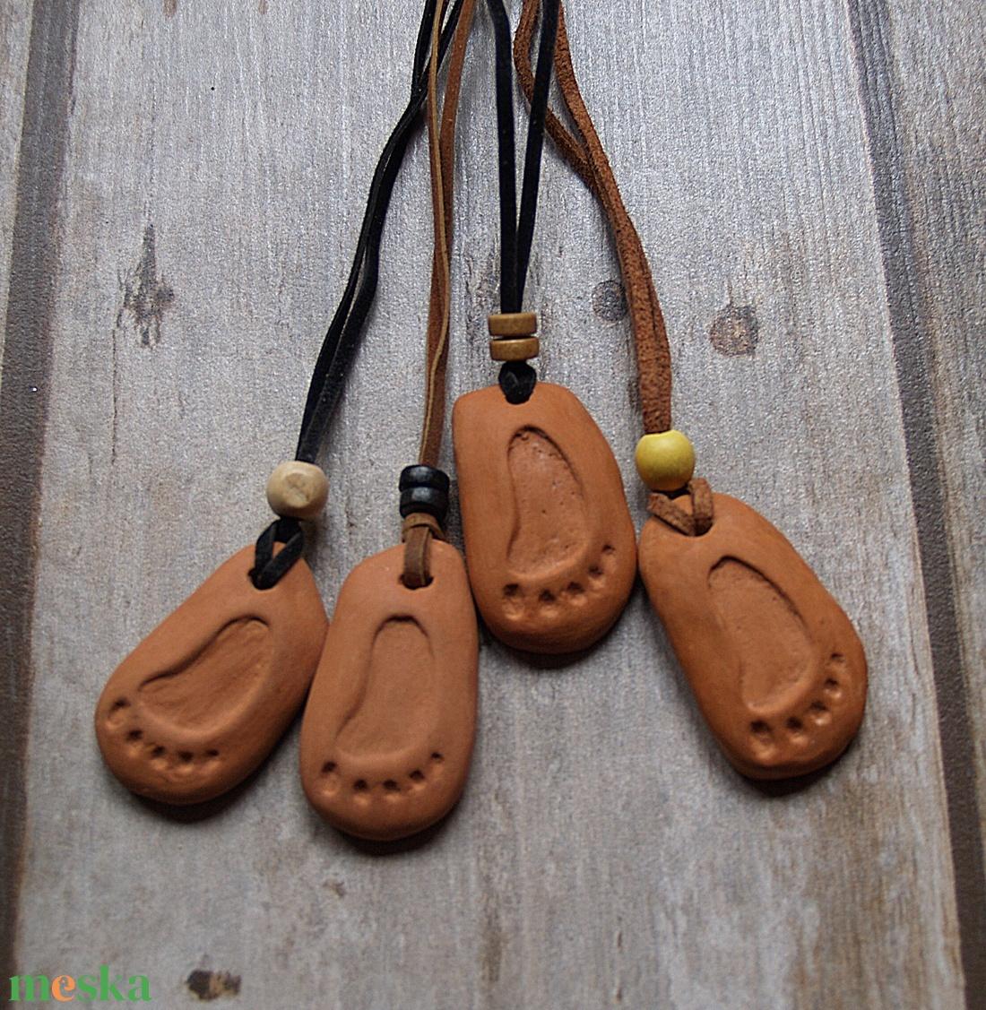 Csapatösszetartó lábnyom emlék medál,nyaklánc Több vásárlása esetén akció! - ékszer - nyaklánc - medálos nyaklánc - Meska.hu