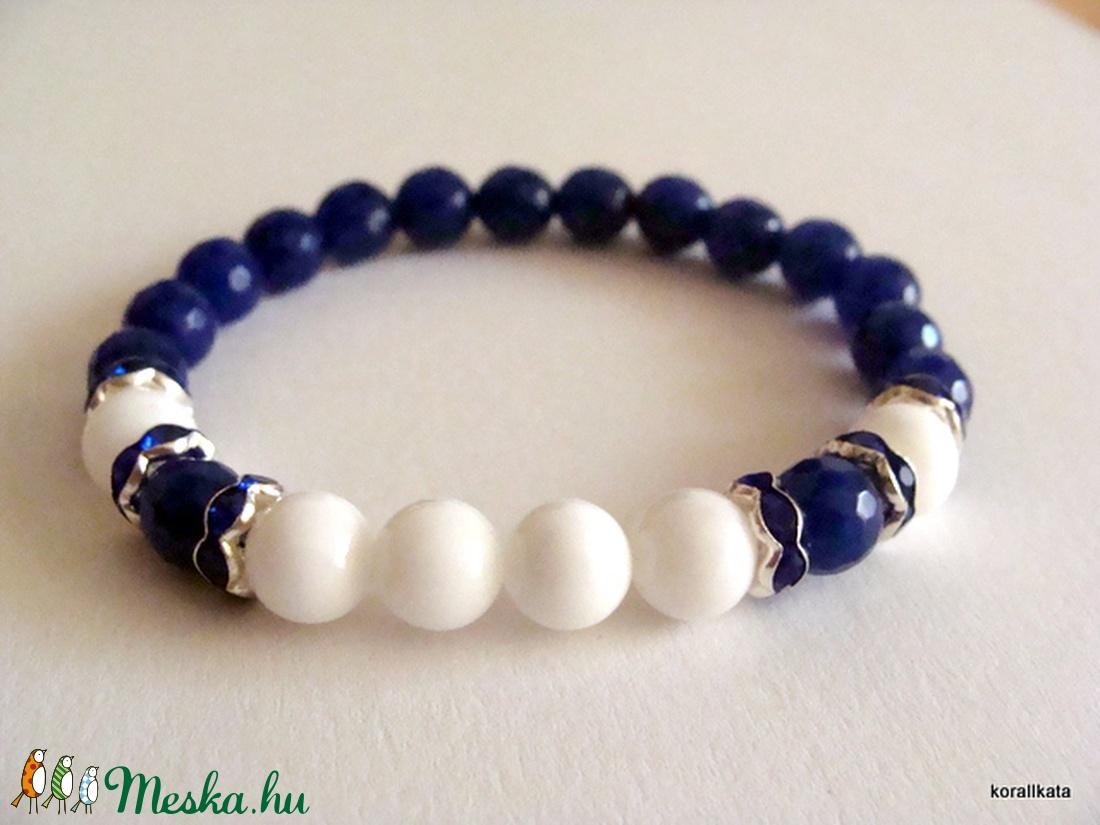173a6f399 Kék és fehér jáde karkötő (korallkata) - Meska.hu