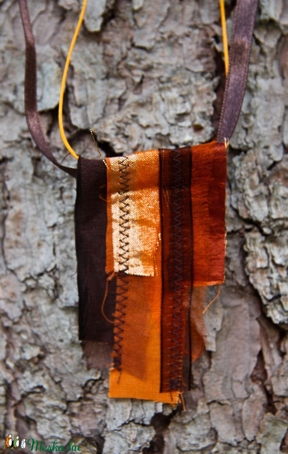 Textil nyaklánc-medál - barna-narancs          - ékszer - nyaklánc - medálos nyaklánc - Meska.hu