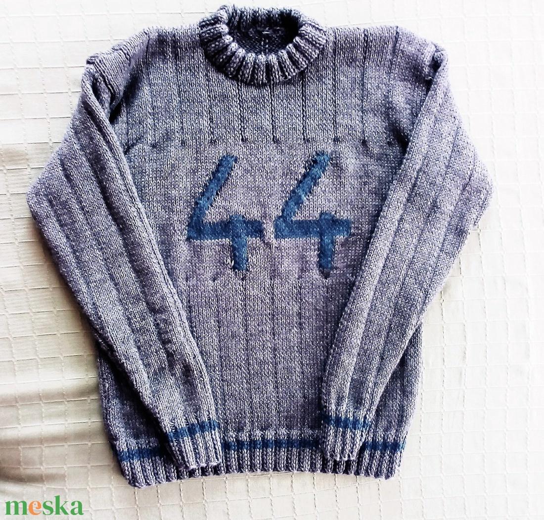 Férfi pulóver szám felirattal (KreaCsilla) - Meska.hu b90edeb0f8