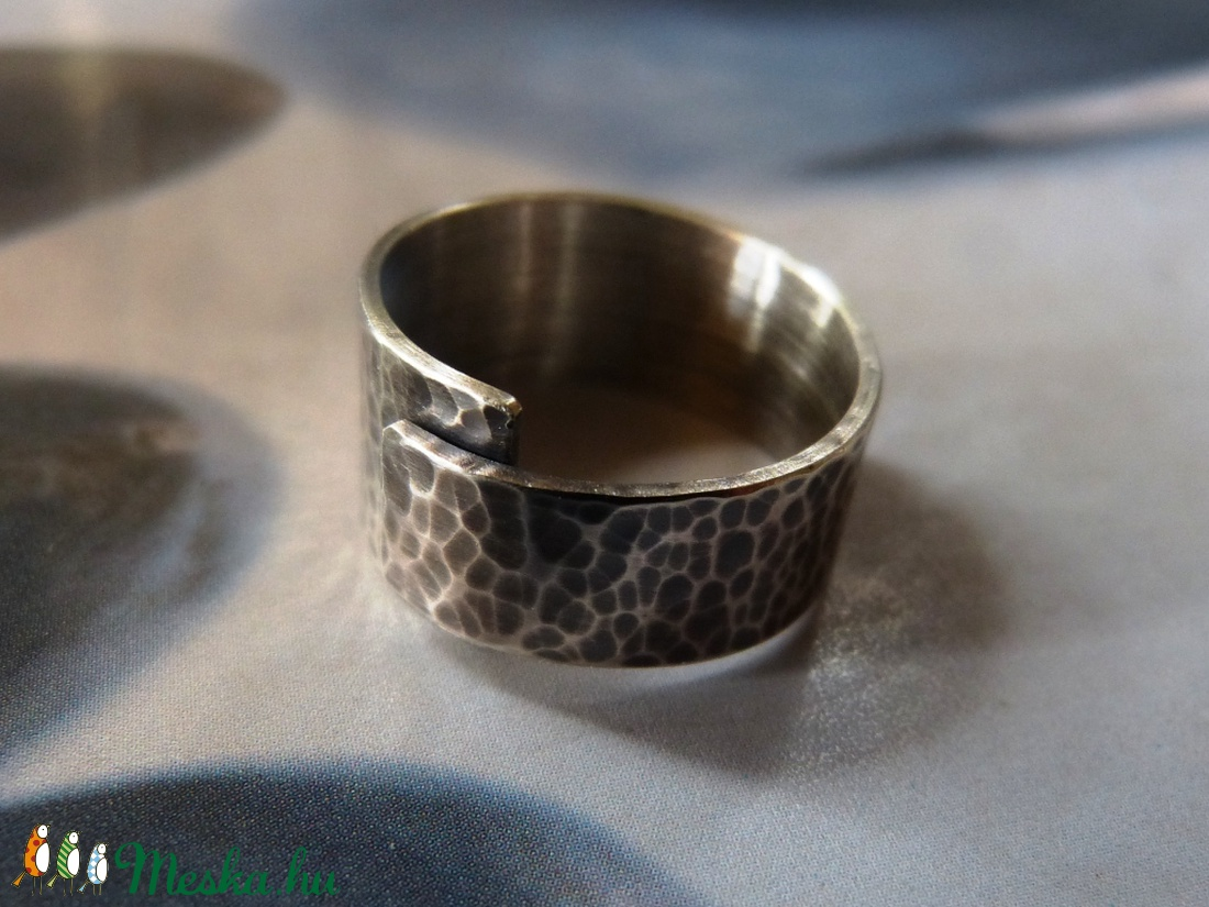 Rusztikus kalapált ezüst gyűrű  - ékszer - gyűrű - fonódó gyűrű - Meska.hu