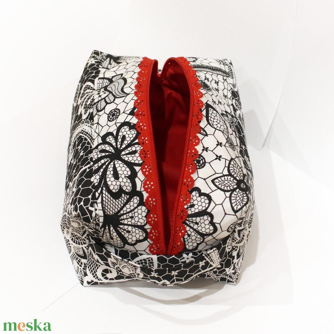 Csipkés doboz alakú neszesszer piros béléssel - táska & tok - neszesszer - Meska.hu