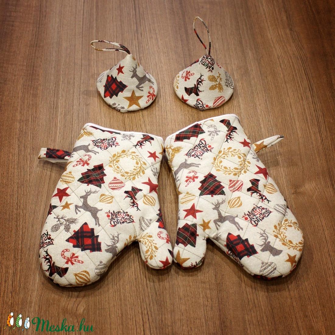 Vaj alapon karácsonyi mintás edényfogó kesztyű és fedőfogó szett - otthon & lakás - konyhafelszerelés - edényfogó & edényfedő - Meska.hu