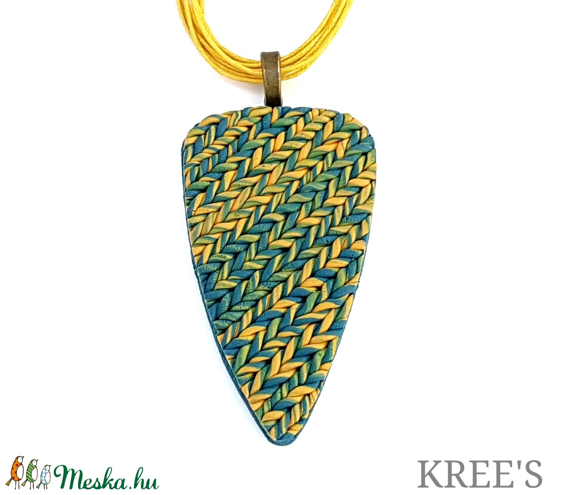 Kék-sárga, kötött mintás ékszergyurma nyaklánc  (KREES) - Meska.hu