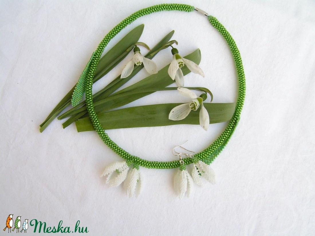 Ébredés - Hóvirágok tánca gyöngyfűzött nyaklánc és fülbevaló - ékszer - ékszerszett - Meska.hu