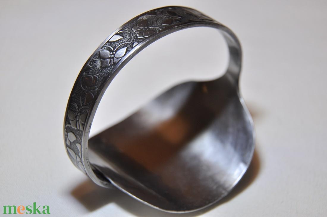 'Smoky Flowers' - sötétített fém karkötő kanálból (KK081) - ékszer - karkötő - karperec - Meska.hu