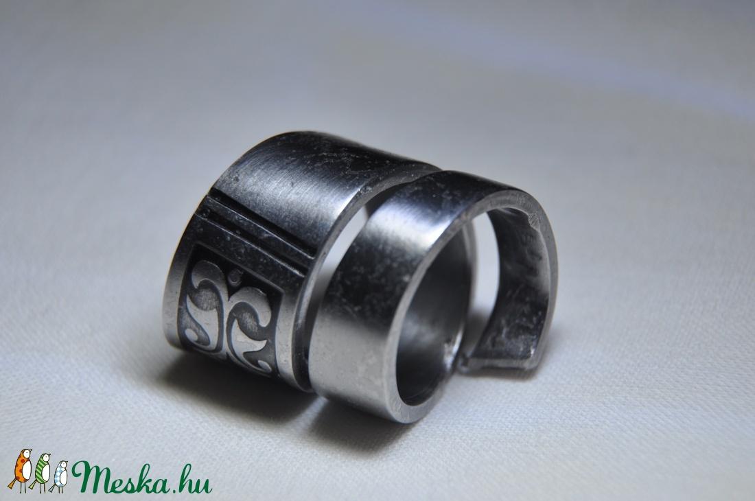 Égetett csavart fém gyűrű (GY114) - ékszer - gyűrű - kerek gyűrű - Meska.hu