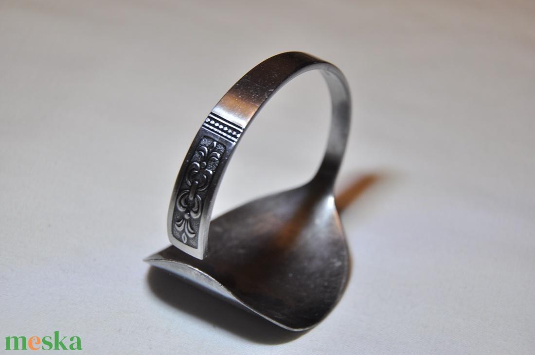 Sötétített szolíd mintás fém karkötő kanálból (KK044) - ékszer - karkötő - karperec - Meska.hu