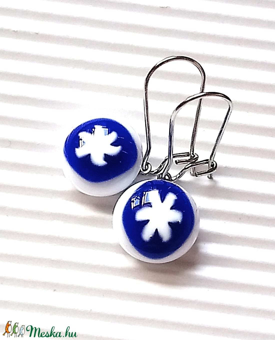Csillagom - ékszerüvegből készült fülbevaló orvosi fémmel  - ékszer - fülbevaló - lógó fülbevaló - Meska.hu