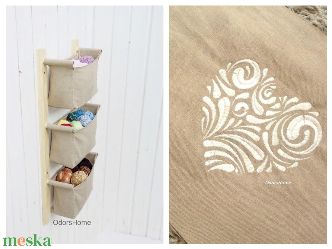 Fali tároló 3 rekeszes, beige lenvászonnal, hímzett szív mintával - magyaros, szív alakú hímzés, fehér, bézs (OdorsHome) - Meska.hu