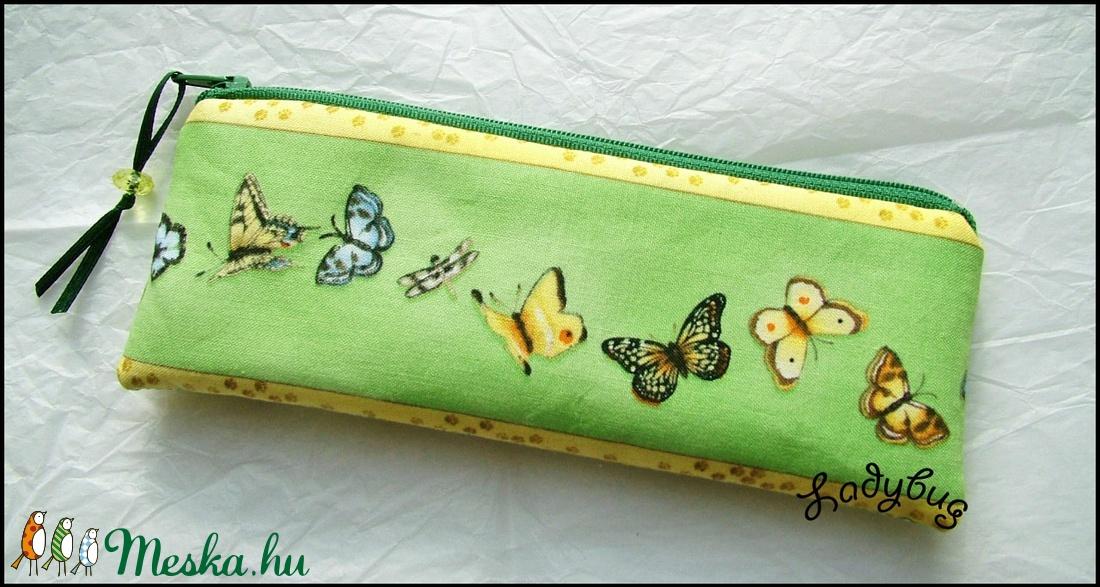 Zöld mezőn pillangó -  tolltartó (ladybug67) - Meska.hu