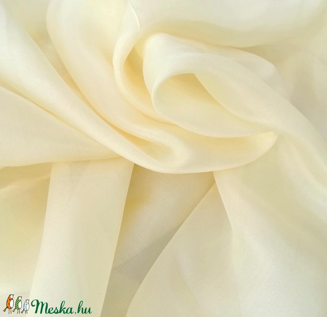 krémszínű kis selyemkendő 55x55cm (laudehandmade) - Meska.hu