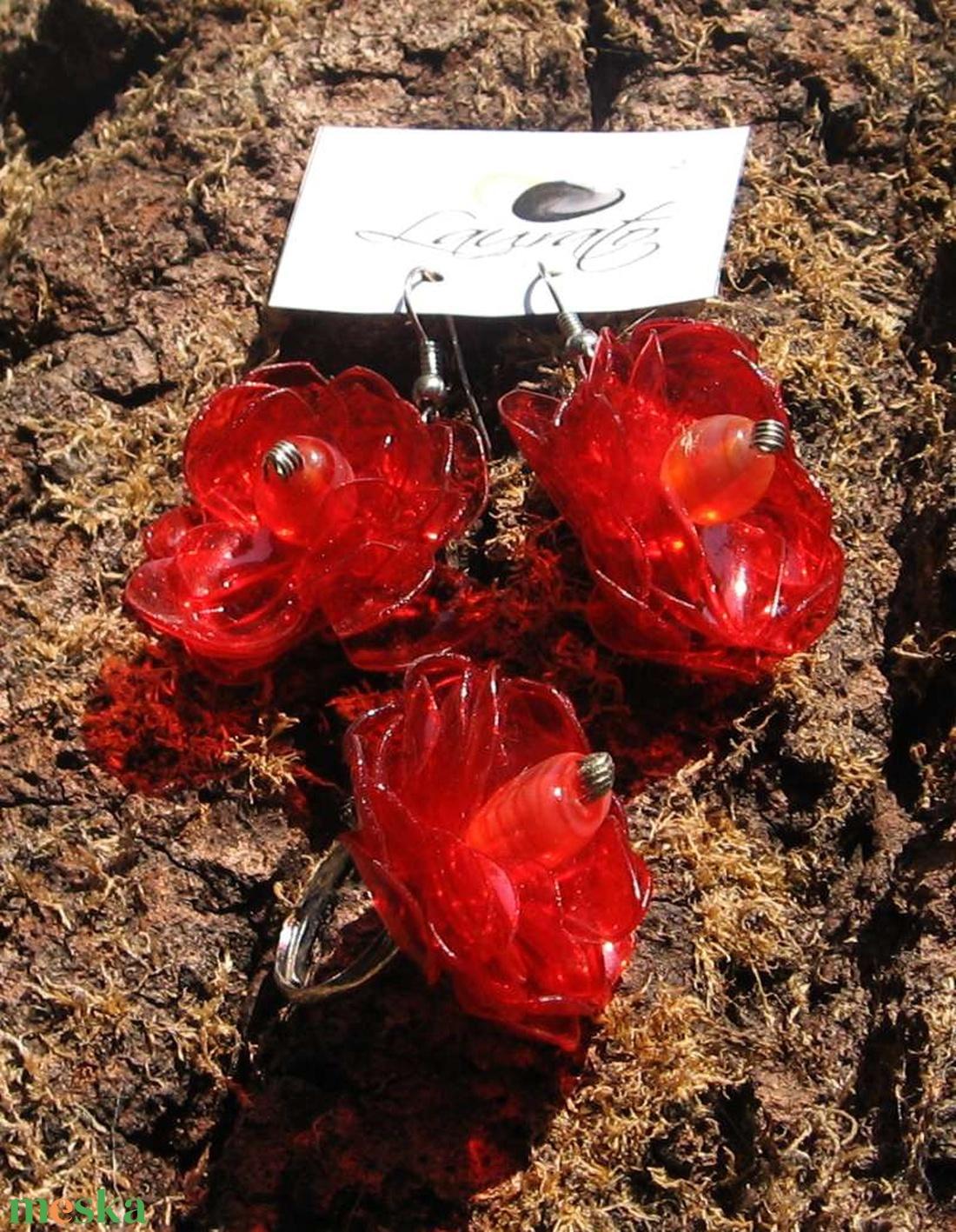 Piros virág szett pet palackból készült újrahasznosított fülbevaló és gyűrű (Laurato) - Meska.hu