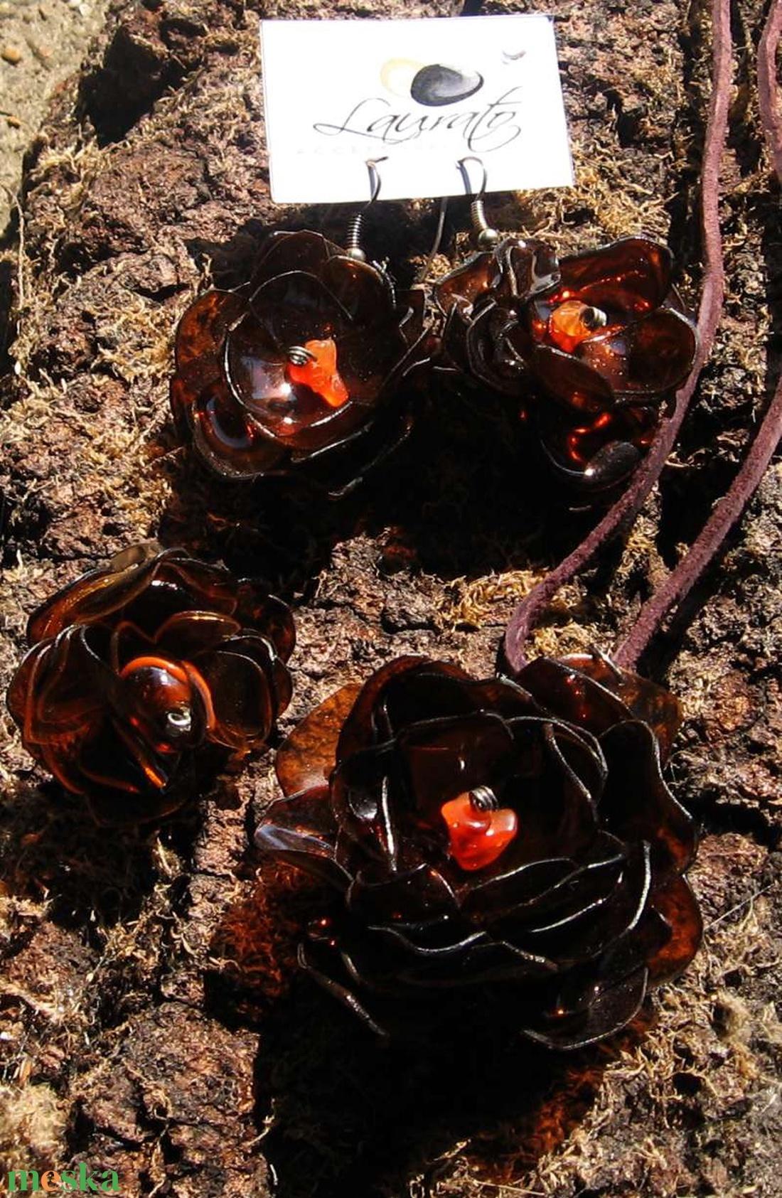 Barna virág szett pet palackból készült újrahasznosított fülbevaló, gyűrű és medál (Laurato) - Meska.hu