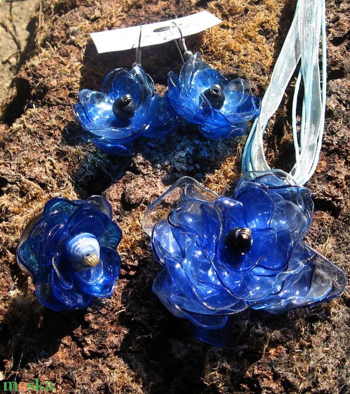 Kék virág szett pet palackból készült újrahasznosított nyaklánc, fülbevaló és gyűrű (Laurato) - Meska.hu