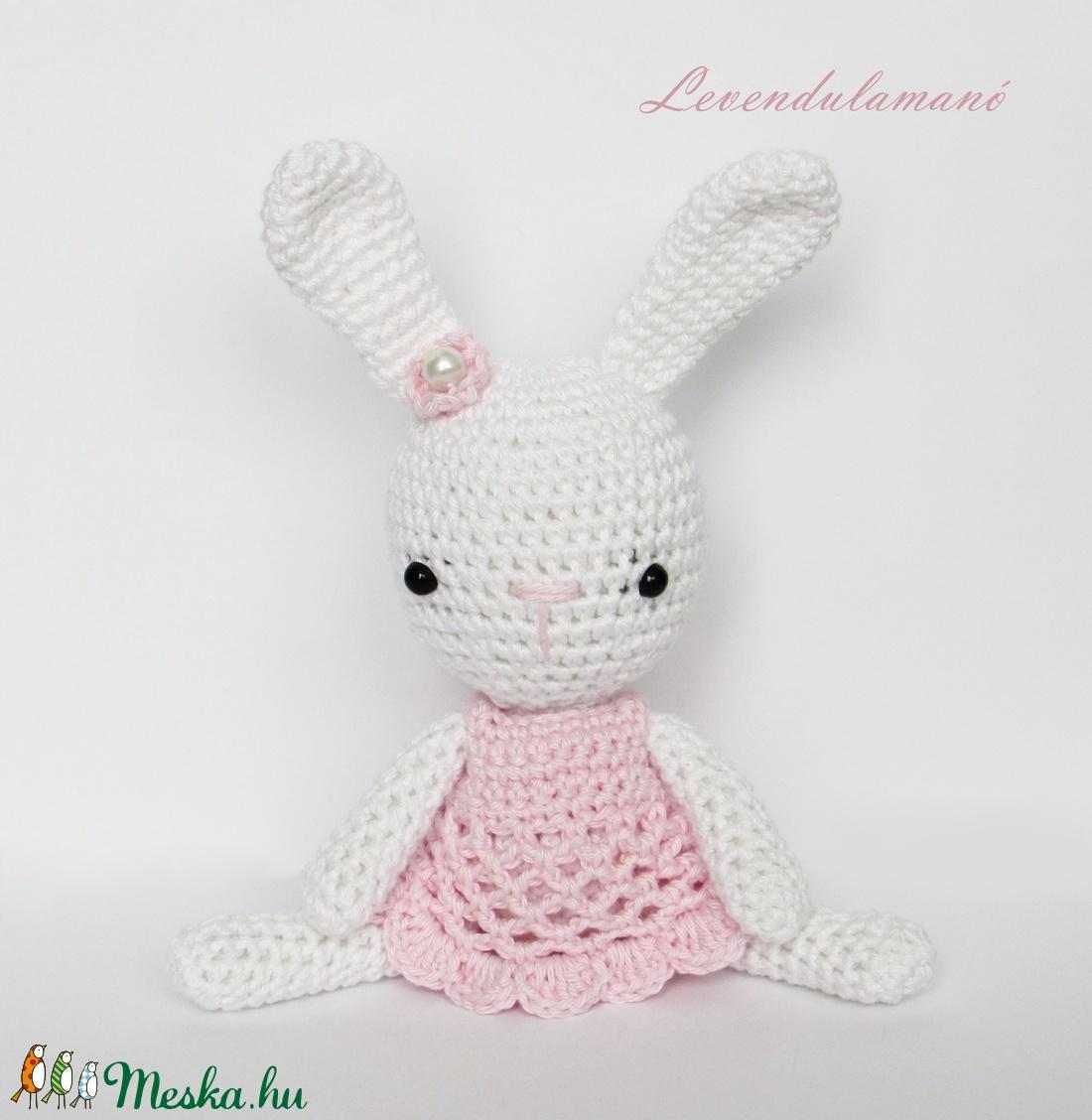 Horgolt nyuszilány rózsaszín ruhában (Levendulamano) - Meska.hu