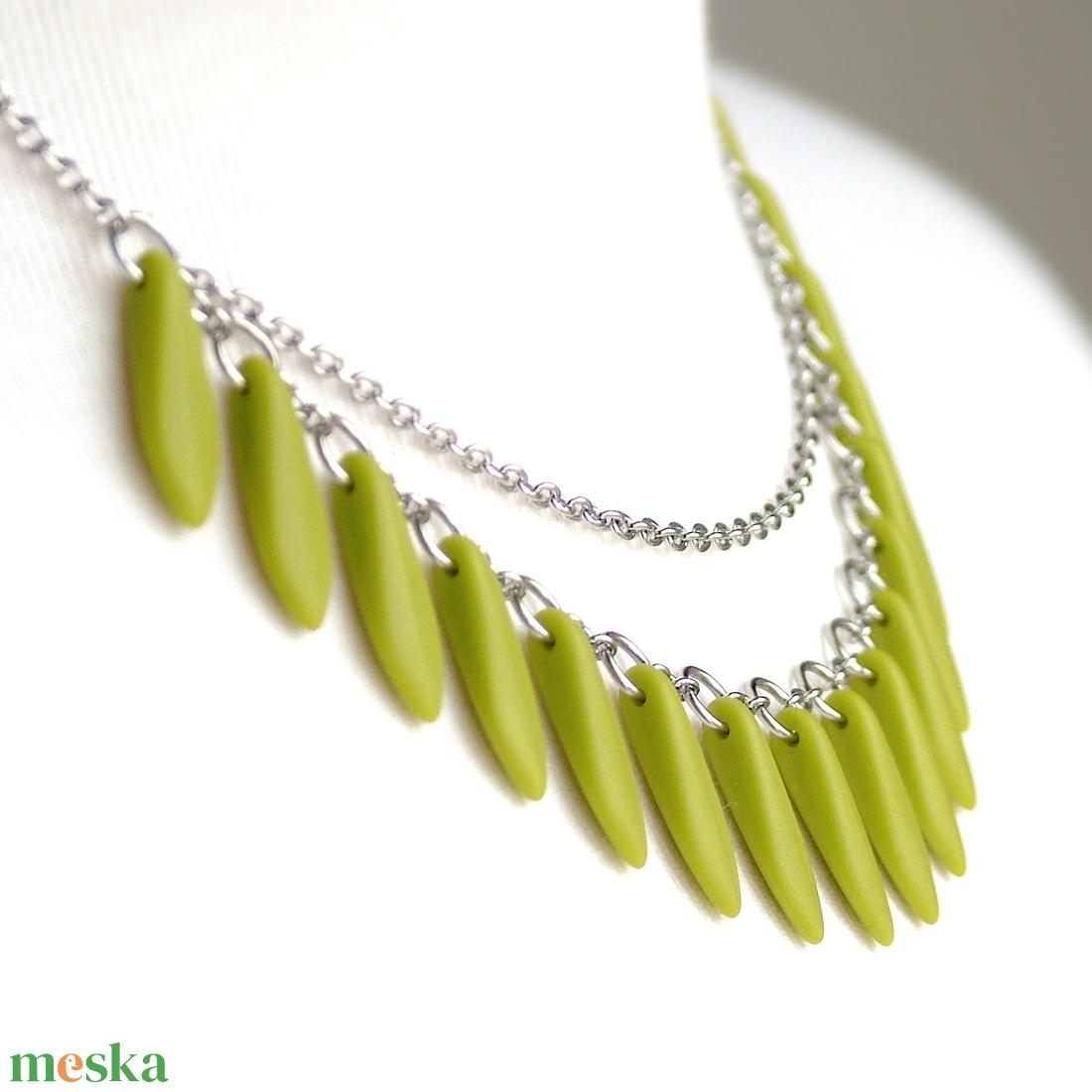 Zöld nyaklánc / Gyöngyös nemesacél nyaklánc / Színes üvegékszer, gyöngyékszer, zöld ékszer / Ajándék nőknek - ékszer - nyaklánc - gyöngyös nyaklác - Meska.hu