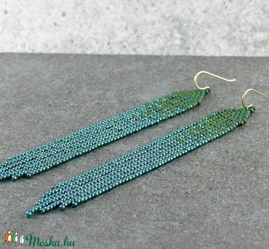 Hosszú, rojtos fülbevaló / Zöld gyöngyös fülbevaló nemesacél vagy gold filled akasztóval / Női ékszer, ajándék nőknek  - ékszer - fülbevaló - lógó fülbevaló - Meska.hu